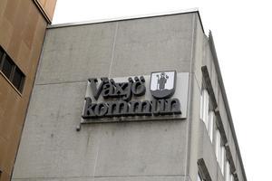 """Växjö, """"Sveriges grönaste stad"""" , har  blivit helt igenkorkad tack vare sina nya smala stadsgator och små rondeller."""