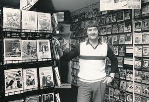 Sören Åström, ägare till Videohallen i Gävle i ett reportage från 20 maj 1983. Rubriken var