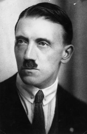 En ung Adolf Hitler i början av sin politiska karriär under tidigt 1920-tal. Foto: Okänd