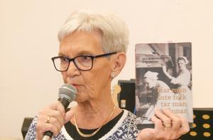 Ulla Englsperger berättade om sig själv och sitt skrivande. Foto: Kerstin Andersson