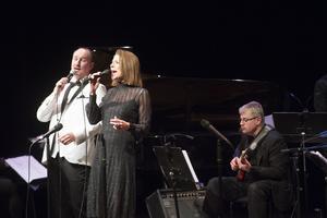Peter Asplund och Vivan Buczek sjöng både kända och okända julmelodier från Amerika.