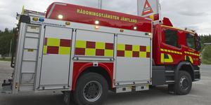 Räddningstjänstens styrka i Funäsdalens brandbil. Arkivbild.