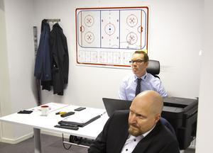Niklas Eriksson fortsätter som huvudtränare och hyllas nu av sportchefen Niklas Johansson. Bild: Johan Bernström/Bildbyrån