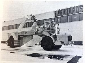 ÖA 24 april 1969. I Mellansels-fabriken tillverkas bland annat bygeltrucken – en ny Hägglundsprodukt. Bygeltrucken har väckt stort intresse som transportredskap inom järn- och stålverk.