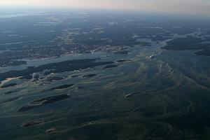 Ska vi få rätsida på Östersjöns akuta situation krävs många åtgärder. Förutom att verka för förbud av bottentrålning behöver vi bland annat skydda fler kust- och havsområden, göra insatser för akut utrotningshotade arter och minska övergödningen, skriver Camilla Rydstrand och Gabriel Liljenström. Foto: Kustbevakningen, TT.