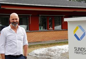 Lars Eklund, delägare i Timråföretaget Sunds Fibertech, tror mycket på satsningen i Kina som är en stor tillverkare av fiberboardskivor.