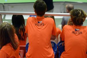 Många tjeckiska lag i turneringen innebär många tjeckiska fans på läktarna.