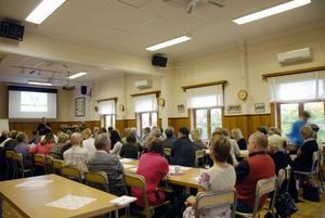 Konferens i Vikarby bystuga för att utveckla och samordna möjligheter att minska försörjningsstöden och öka antalet anställningar i Dalarna.