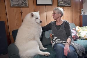 Rosemarie Lantzsch med sin egen mentor, hunden Mimas.