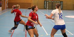 I lördagens derby mot Skånela fanns flera Roslagsspelare på planen. Förutom Emma Carlsson och Louise Eriksson så spelade även HK Ceres-fostrade Cornelia Küller (mitten).