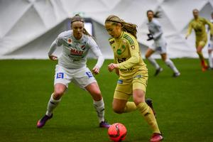Wilma Andersson till vänster.