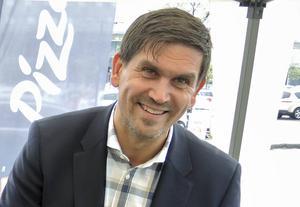 Kupolen-chefen Johan Forsgren konstaterar att köpcentret fått en bra start på årets sommarsäsong. Vädret och svag svensk kronkurs är två viktiga förklaringar, enligt honom.