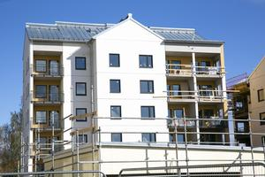 """Om ett par månader blir det inflyttning i de ny hyresrätterna vid Okq8 i Leksand. Hela nybygget uthyrt – villaägare och unga  flyttar in: """"Att byta bostad är ett stort livsbeslut"""""""