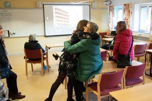 Flera nu pensionerade lärare passade på att titta in och hälsa på varandra igen.