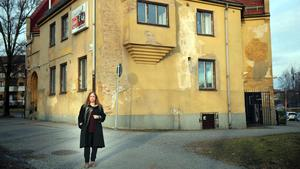ABF har varit i Spinnrockenhuset sedan 90-talet. Susanne Söderling, ombudsman på ABF, hoppas att det får stå kvar när det byggs parkeringshus runtomkring alternativt att kommunen kan erbjuda en annan plats åt de verksamheter som är där idag.