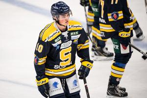 SSK:s nummer 10, Axel Andersson, är hockeyfostrad i ishallen i Järna. Foto: Simon Hastegård/Bildbyrån