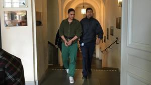Mohammad Rajabi leds in i Svea hovrätt under torsdagen.