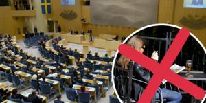 Riksdagens socialutskott har gått på regeringens linje. Nu ska man inte få ta sig en cigg på uteserveringen.