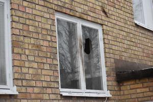 Ett föremål som orsakade rökutveckling  har kastats in en en tom lokal i Krylbo.