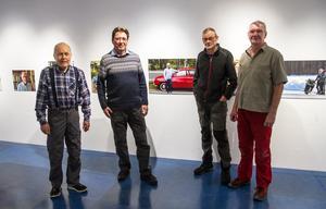 Lars Klint, Tommy Pårs, Harry Högberg och Bertil Burén från Ljusdals fotoklubb hängde på fredagen utställningen Ljusdalingar.