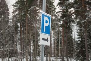 En ny skylt har kommit upp vid parkeringen efter att Calle Eriksson kontaktat kommunens fastighetskontor. Men det behövs fler parkeringsplatser för klubbens medlemmar.