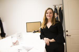 Matilda Olsson har lång erfarenhet av att sy brudklänningar.