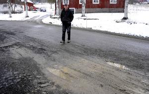 KG Lindblad har bott i Rätansböle sedan 1974 och känner väl till problemen med väg 315. För personer som inte har kört på vägen tidigare är det desto osäkrare, enligt honom.