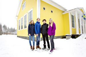 Linnea Lidén, Edvin Jäderberg, Zeb Henriksson och Anna Andersson tycker att det känns jobbigt när Prosperitas läggs ner.