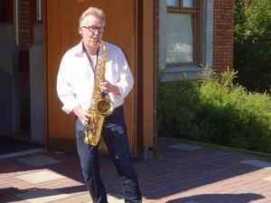 """Saxofonen har blivet Pär-Åkes huvudinstrument. Pär-Åke har spelat """"In the mood"""" otaliga gånger och kom inte undan den här gången heller. Alltid är det någon bland publiken som vill höra den."""