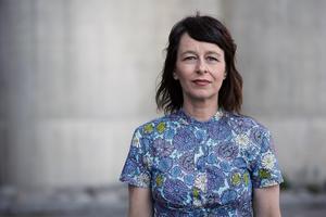 Anna-Charlotta Gunnarsson vill uppmärksamma Barbro Svenssons sociala engagemang, en sida som många gånger överskuggats av skvaller. Foto: Fredrik Bernholm/UR