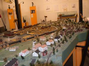 Svartviksmodellen av Folke Hübinette sedd från norr, från Sundsvallshållet.  I dag finns inte sågverket längre och inte heller arbetarbostäderna,