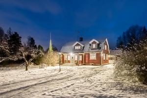Foto: Inger Svensson. Trea i klicktoppen ligger villa Granalund utanför Vintrosa.