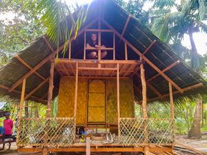 Den 30-årige västeråsarens hus, som består av bambu och kokosnötter. Foto: Privat