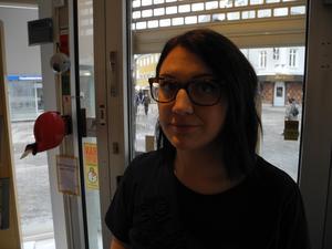 Efter beskedet att Åhléns kommer stänga tvekar Sofia Jäske om en flytt in till Ludvika från hemorten Grängesberg.