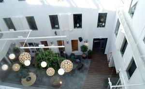 Innergården har plats för 100-talet personer.
