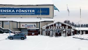 Arenabolaget äger väggar och tak, men själva isen i bandyarenan liksom marken äger egentligen kommunen. Men i ett tomträttsavtal som sträcker sig till 2029/30 har kommunen