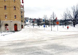 Vägen svänger sedan ner vid Kulturmagasinet och sedan ut mot Tivolibron.