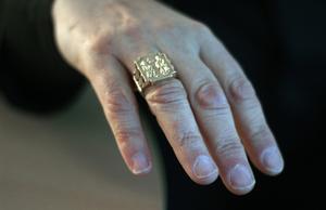Ringen som hör till utmärkelsen som kardinal.