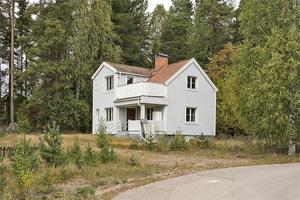 Villa i Saltvik med vy mot Vanån. För den som vill bo lite mer för sig själv men ändå centralt. Foto: Therese Sätterlund.
