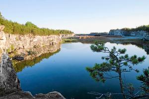 Att kalkbrottet i Stora Vika värnas och att området runt det tas tillvara på ett bättre sätt än i dag är viktigt, framhåller flera partier.