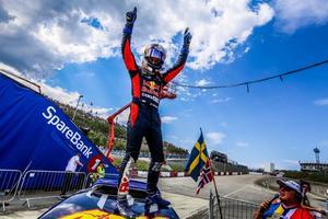 Oliver Eriksson siktar nu ännu högre i sin karriär, han vill bli världsmästare. Fotograf: Pressbild.