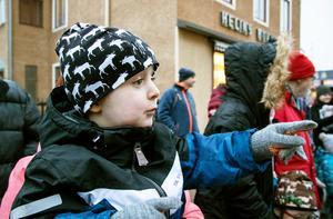 Tore Alvarsson tycker det är spännande att titta på morfar.
