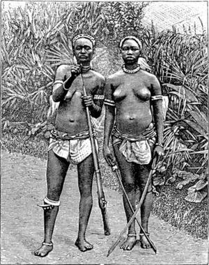 Två amasoner beväpnade med gevär och svärd. Illustration av W. Dreyer från 1898.