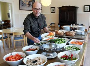 Robert Hollsten, verksamhetschef på Österåsen, tycker att det känns bra att det finns ett brett stöd för verksamheten.