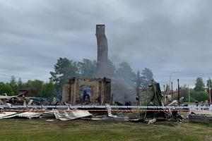 Storbranden började på vindsvåningen för att sedan sprida sig till resten av lokalen.
