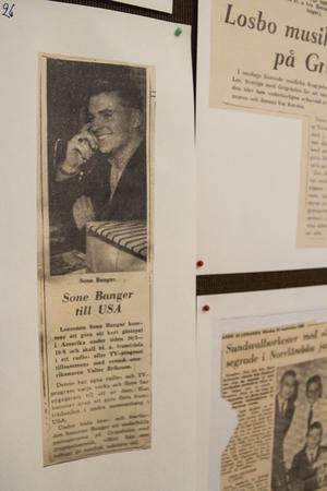 En blandning av äldre och lite nyare artiklar, visar att Sone Banger också varit mycket utomlands med sitt dragspel.