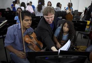 Martin Frösts stiftelse ska ge stöd till unga musiker i fattiga regioner, både till instrument och högre studier. Bilden från ett tidigare stödprojekt