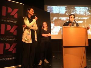 Lena Tideström Sagström, Ylva Bogegård och moderatorn Henrik Olsson från Radio Stockholm var på plats i Rodegymnasiet.