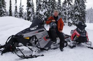 Per-Olov Wikberg är samordnare för Nationella snöskoterrådet.  Säkerhetstänket är drastiskt förbättrat i Sverige bland skoteråkarna. Men fortfarande skördar skoteråkningen flera liv per år. Foto: privat