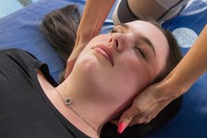 Nike Fresk gillar avslappningen bäst. Här får hon muskulaturen i nacken masserad.